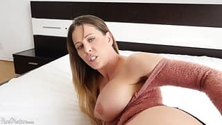 Busty hottie loves anal sex in the bed