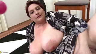 Sexy BBW mature angel opens her crack